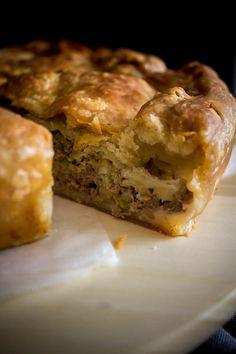 Κρεατόπιτα με χειροποίητο εύκολο φύλλο - Myblissfood.grMyblissfood.gr Mincemeat Pie, Mince Meat, Spanakopita, Pizza, Ethnic Recipes, Food, Meal, Eten, Meals