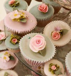 Vintage look rose cupcakes