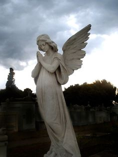 angel statues are neat like the cemetary scene in Phantom of the Opera Cemetery Angels, Cemetery Statues, Cemetery Art, Angels Among Us, City Of Angels, Statue Ange, Madonna, Sculpture Art, Christian Art