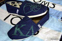 I want these Kappa Delta Toms soooo baddddddd Kappa Delta Sorority, Alpha Xi Delta, Delta Gamma, Sorority Life, Sorority Shirts, Kd Shoes, Me Too Shoes, Tom Love, Delta Girl