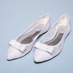 f88d5cf0d66 11 melhores imagens de Sapatos de Noivas - Sapatilhas
