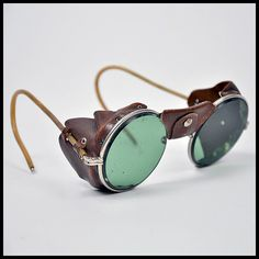 Old School Gas Welding Glasses Cute Sunglasses, Gucci Sunglasses, Steampunk Clothing, Steampunk Fashion, Lunette Glacier, Welding Glasses, Steampunk Goggles, Fashion Eye Glasses, Mens Glasses