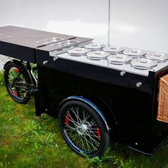 Black is on vogue: This black Ice Cream Bike Pozetti is going to be in Huizen/NL very soon ;) -- Check the features: 8 pozettisand 6 more as storage, cup dispenser, rattan basket and individual branded parasol -- #pozetti #gelati #huizen #netherlands Black Ice Cream, Off The Charts, Ice Ice Baby, Rattan Basket, Street Food, Netherlands, Antique Cars, Vogue, Bike