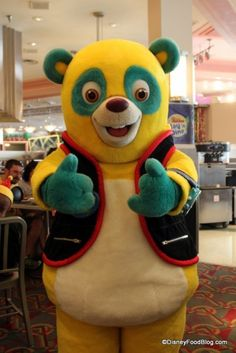 Your kid can dine with Agent Oso at #Disney World's Hollywood and Vine Restaurant :-)