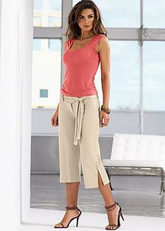Women's Scoop Neck Tee, Capri Pant with Sash
