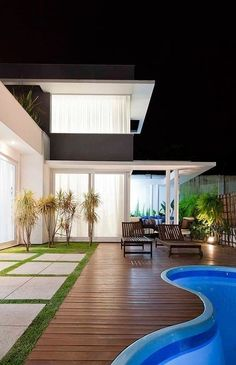 Luxurious interior design with a fantastic interior project. Take a look at the board and let you inspiring! See more clicking on the image. Backyard Pool Designs, Swimming Pool Designs, Backyard Patio, Home Interior Design, Exterior Design, Future House, My House, Moderne Pools, London Property