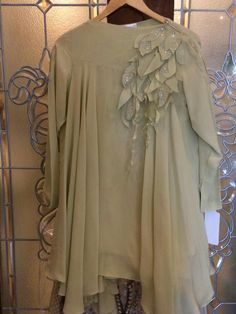 for this Tailer fit designer wearBeautiful cut with embossed flowers with sharara or embroidered flared pants ! Stylish Dresses For Girls, Simple Dresses, Kurta Designs, Blouse Designs, Dress Designs, Sleeves Designs For Dresses, Pakistani Dress Design, Party Wear Dresses, Indian Designer Wear