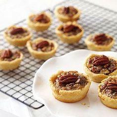 Mini Maple-Pecan Pies from Diabetic Living Sugar Free Desserts, Köstliche Desserts, Sugar Free Recipes, Delicious Desserts, Yummy Treats, Dessert Recipes, Yummy Food, Sweet Treats, Pecan Pies