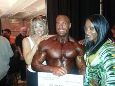 2013 Tampa Pro Winner Evans Centopani Sharing the offstage spotlight with Ms Olympias Cory Everson and Lenda Murray! http://www.theronden.com...