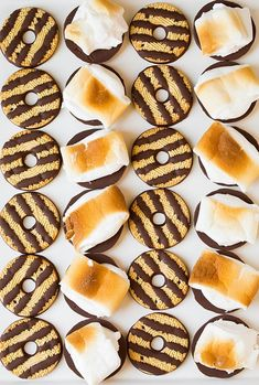 Fudge Striped Cookie S'mores + more s'mores ideas! // this is the BEST way to make s'mores! Yummy Treats, Sweet Treats, Yummy Food, Köstliche Desserts, Dessert Recipes, Campfire Food, Campfire Recipes, Galletas Cookies, Eat Dessert First