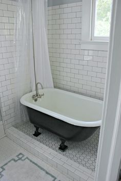 Bathroom Transparent Plastic Shower Curtain Which Combined With Subway Tile Ceramic Glass Wall As Well Clawfoot Tub