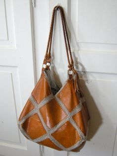 Handmade Leather Crocheted Bag by Swiss Designer Lady Lu inspiration only Crochet Handbags, Crochet Purses, Leather Bags Handmade, Handmade Bags, Crochet Shoes Pattern, Diy Bags Purses, Leather Workshop, Crochet Clothes, Fashion Bags