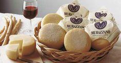 Il Murazzano DOP.  Un formaggio di latte ovino dal sapore intenso.  Un condensato della storia delle Langhe e delle donne di quella terra.    Storie e sapori da scoprire sabato 22 giugno a Sapori da Sfogliare.    http://saporidasfogliare.it/index.php/programma