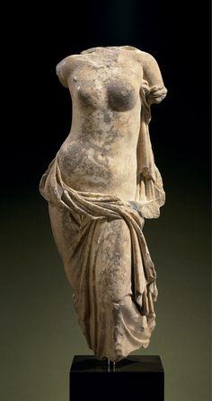 A GREEK MARBLE APHRODITE PONTIA-EUPLOIA. HELLENISTIC PERIOD, CIRCA 1ST CENTURY B.C.  - 99 cm.