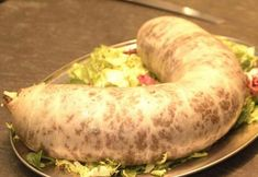 Haggis (sheep's stomach ) is a popular dish in Scotland. What's For Breakfast, Exotic Food, English Food, Irish Recipes, I Want To Eat, World Recipes, International Recipes, Entrees, Sausage