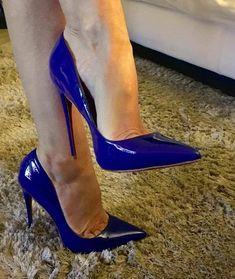 Pointed toe pumps. Tacchi Close-Up #Shoes #Tacones #Heels