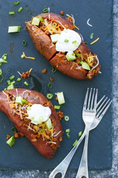 Taco-Stuffed Sweet Potatoes (Love and Olive Oil) Healthy Snacks, Healthy Eating, Healthy Recipes, Steak Toppings, Sweet Potato Recipes, Roasted Sweet Potatoes, Vegan, Meals For The Week, Main Meals