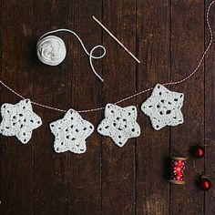 Crochet A Christmas Star Garland......ok, I won't be crocheting, but good up cycle project