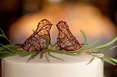 23 Wedding Cake Toppers You Will Adore - Bird Wedding Cake Toppers Wedding Cake Fresh Flowers, Love Birds Wedding, Unique Wedding Cakes, Wedding Ideas, Butterfly Wedding, Wedding Planning, Bird Cake Toppers, Wedding Cake Toppers, Bird Cakes