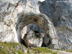 Ceardacul Stanciului > < Hiking and caving photos Mountaineering, Romania, Trekking, Backpacking, Mount Rushmore, Hiking, Explore, Adventure, Mountains