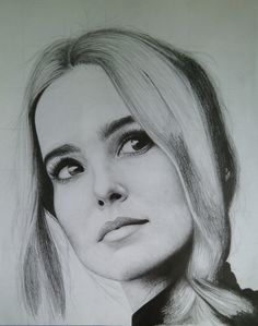 Zoey Deutch, Face Sketch, Pencil Portrait, Textured Hair, Pencil Drawings, Art Girl, Drawing Faces, Harley Quinn, Painting