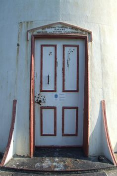 Kihnu lighthouse door Kihnu island Estonia & Käsmu lighthouse light unit Estonia | Lighthouses in Estonia ... pezcame.com