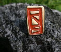 Wunderschöner Damenring, handgemacht aus Messing vom Designer Sami Amin.  Die Ringgröße ist verstellbar. In unterschiedlichen Farben verfügbar.   www.noor-design.me