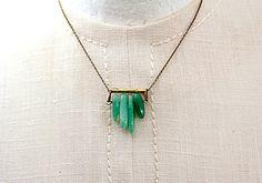 Kurze geometrische Kette mit Aventurin Anhänger / short necklace with greent pendant by VillaSorgenfrei via DaWanda.com