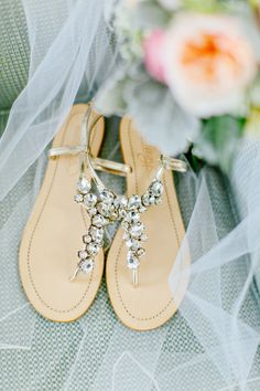 Photography : Kelly Dillon Photography | Wedding Dress : Alita Graham  | Floral Design : MV Florist | Brides Shoes : BHLDN