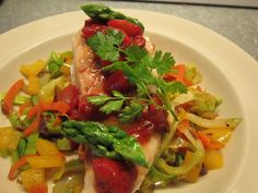 Kananrintafileet Wok-kasvikset,mansikkarelish Bruschetta, Chicken, Meat, Ethnic Recipes, Food, Eten, Meals, Cubs, Kai