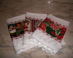 Toalhas de lavabo . Natal Bathroom Towels, Kitchen Towels, Towel Dress, Handmade Christmas, Christmas Stockings, Sewing Crafts, Quilts, Holiday Decor, Home Decor