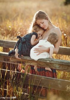 My professional tandem breastfeeding portraits by Sweetness and Light Photography. sweetnessandlightphoto.com