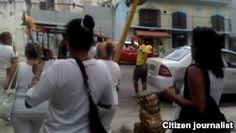 La policía enfrenta el rechazo popular durante arresto a Damas de Blanco