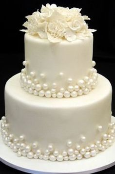 Bolos de casamento… Beautiful Wedding Cake Mais Wedding Cakes … Beautiful Wedding Cake Plus de mariage – White Wedding Cakes, Elegant Wedding Cakes, Elegant Cakes, Beautiful Wedding Cakes, Gorgeous Cakes, Wedding Cake Designs, Pretty Cakes, Amazing Cakes, Wedding Cake Pearls