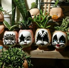 Gift for Dixie. Halloween Crafts, Halloween Decorations, Art Projects, Projects To Try, Head Planters, Arts And Crafts, Diy Crafts, Cactus Y Suculentas, Creepy Dolls