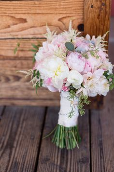 Bride Bouquet Light Pink | Cathedral-of-the-blessed-sacrament-wedding-sacramento-california-photographer-elks-tower