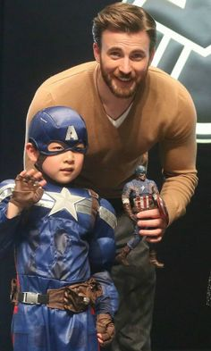 Chris Evans photo op. | He looks so happy to be with a little kid! This man...