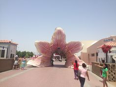 De ingang van het immense park, de Dubai Miracle Garden!