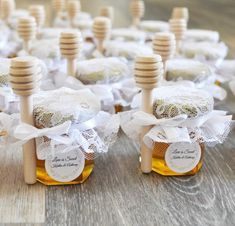Hochzeits-Favors-Party Favors image 3 favors diy for guests 25 Honey Jar Favors 2 oz. Wedding Favors And Gifts, Wedding Favour Jars, Honey Wedding Favors, Creative Wedding Favors, Inexpensive Wedding Favors, Elegant Wedding Favors, Cheap Favors, Unique Party Favors, Wedding Ideas