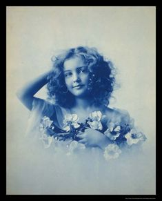 Vintage Children Photos, Vintage Pictures, Vintage Images, Vintage Girls, Henry Jackson, Decoupage, Girls With Flowers, Vintage Photographs, Vintage Beauty