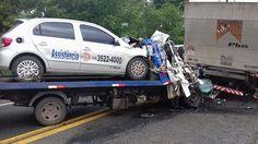 #News  Colisão entre caminhões deixa vítima presa às ferragens na BR-381
