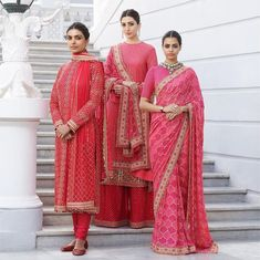 Sabyasachi just launched his 2020 new bridal collection. Sabyasachi Sultana Wedding Lehengas come in gorgeous new shades and you've got to see the dupatta! Indian Attire, Indian Wear, Indian Outfits, Pakistani Outfits, Indian Clothes, Wedding Guest Outfit Inspiration, Manhattan, Lehenga Style, Lehenga Choli