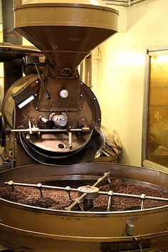 Coffee Roasting at Torrefazione Ideal. Best Coffee, My Coffee, Coffee Maker, Coffee Shops, Death Before Decaf, Italian Coffee, Craft Shop, Latte Art, Chocolate Coffee