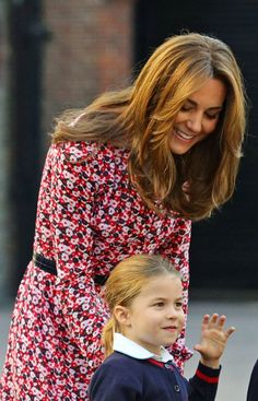 Duke and Duchess of Cambridge accompanied Princess Charlotte to her first day of the school with Prince George at Thomas's Battersea. Charlotte is Kate Middleton Family, Kate Middleton Photos, Kate Middleton Style, William Kate, Prince William And Catherine, Duchess Kate, Duke And Duchess, Duchess Of Cambridge, Prince William Family