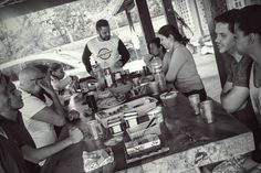 """""""São aquelas reuniões especiais - quando quatro ou cinco de nós nos reunimos (...) quando o mundo inteiro e algo além do mundo se abre para nossas mentes enquanto conversamos (...) estamos todos livres e iguais como se tivéssemos nos conhecido há uma hora..."""" C. S. Lewis  #ImersãoJovem #jovensprogresso #juntossomosfortes #vivendooreino #reinodedeus #reinodeamigos"""