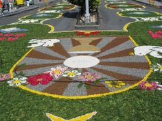 Las alfombras florales son motivo esencial de la fiesta del Corpus.