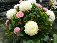 Church Flower Arrangements, Floral Arrangements, Grave Decorations, Ikebana, Funeral, Pink And Green, Diy And Crafts, November, Autumn