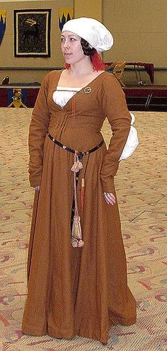 I love my wool gown, german 15th century Housbook style.