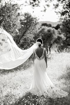 Anne en robe de mariée Kaa Couture #robedemariee #weddingdress #mariee #wedding #mariage #robedemarieeboheme #robedemarieeromantique #robedemarieechic #robedemarieedentelle #robedemarieedosnu Dress Robes, Couture, Wedding Dresses, Photos, Fashion, Custom Wedding Dress, Classy Wedding Dress, Dress Ideas, Bride Dresses