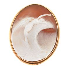 Art Nouveau Carved Shell Cameo And 14k Gold Brooch/Pendant Depicting A Woman Risiing Out Of The Sea - Italy  c. 1900's